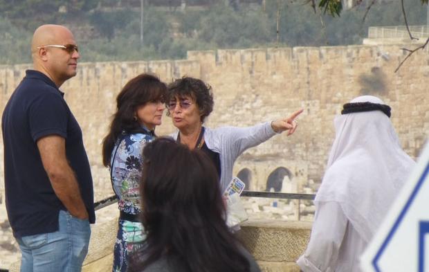 русский гид в Израиле Галина Любан проводит экскурсию